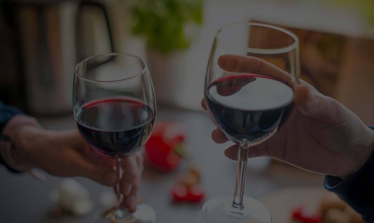 2 verres de vin rouge à l'apéritif